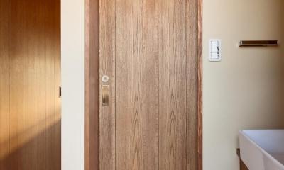 Y邸・若い世代の為の和の住まい (アンティーク調のドア)