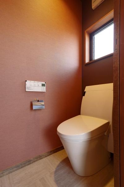和モダンな2階トイレ (Y邸・若い世代の為の和の住まい)