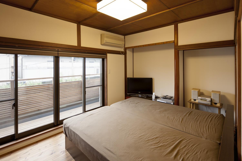 Y邸・若い世代の為の和の住まいの部屋 開放的なベッドルーム