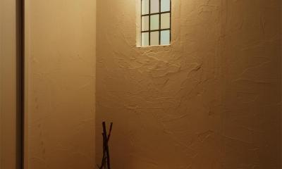 H邸・ハンモックのゆれる、光と風のリビング (アンティーク調の玄関ホール)