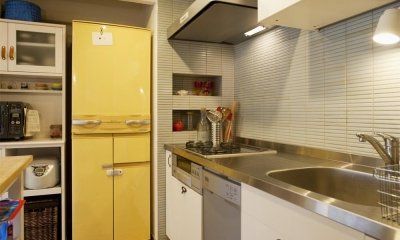 スタイリッシュなキッチンスペース|H邸・ハンモックのゆれる、光と風のリビング