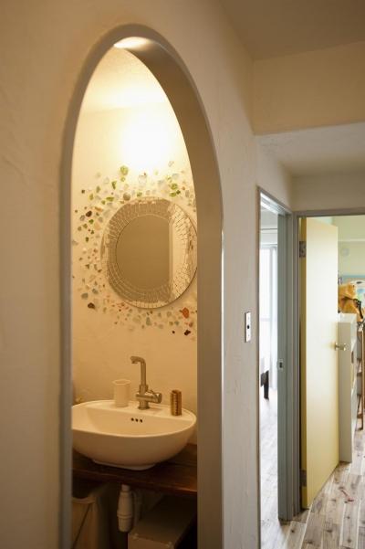 洗面所-アーチ型の入口 (H邸・ハンモックのゆれる、光と風のリビング)