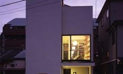 『U邸』階段がつなぐ家 (シャープな外観-夕景)
