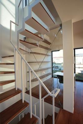 『U邸』階段がつなぐ家の写真 スケルトン階段