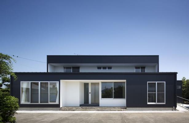 『A1-House』シンプルモダンなバリアフリー住宅の部屋 シンプルモダンな外観