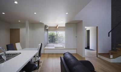 『A1-House』シンプルモダンなバリアフリー住宅 (小上がりの和室があるLDK)
