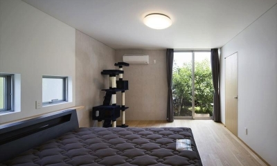 『A1-House』シンプルモダンなバリアフリー住宅 (シンプルなベッドルーム)