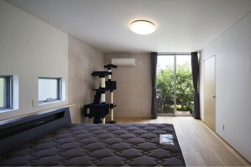 『A1-House』シンプルモダンなバリアフリー住宅の部屋 シンプルなベッドルーム