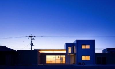 『K3-House』ペットと共に生き生きと暮らす住まい (外観夜景)