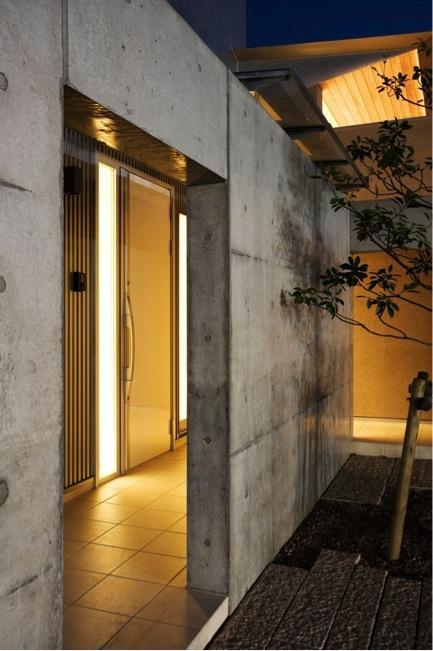 『K3-House』ペットと共に生き生きと暮らす住まいの写真 玄関ポーチ-夜景
