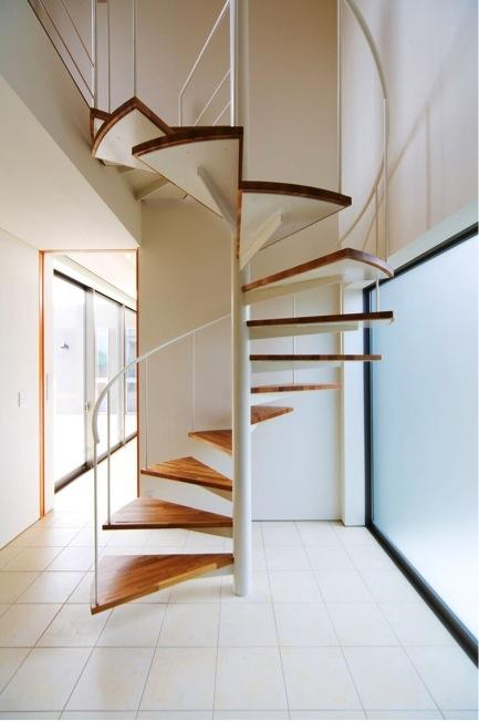 『K3-House』ペットと共に生き生きと暮らす住まいの写真 スタイリッシュな螺旋階段