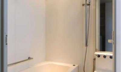『K3-House』ペットと共に生き生きと暮らす住まい (白で統一された浴室)