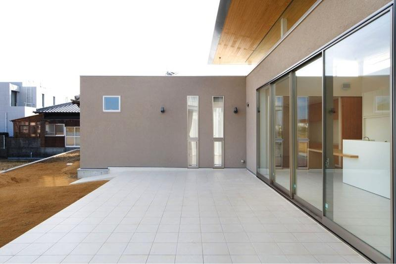 『K3-House』ペットと共に生き生きと暮らす住まいの部屋 開放的なタイルデッキテラス