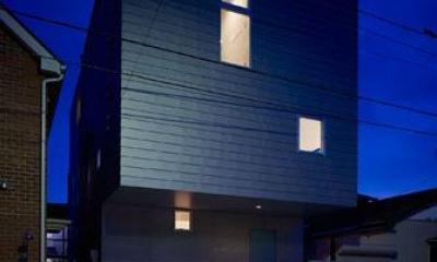 シンプルな外観-夜景|『PALLET』生活動線が家族のコミュニケーションを生み出す家