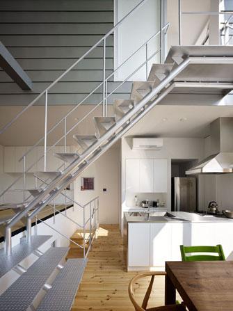 『PALLET』生活動線が家族のコミュニケーションを生み出す家の部屋 スケルトン階段・吹き抜け