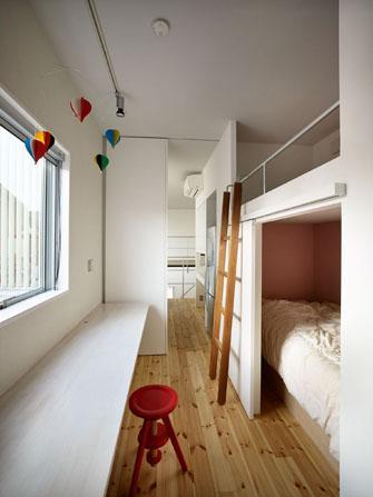 『PALLET』生活動線が家族のコミュニケーションを生み出す家の部屋 ワークカウンターのある子供部屋