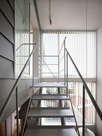 『PALLET』生活動線が家族のコミュニケーションを生み出す家の部屋 階段・大きな吹き抜け
