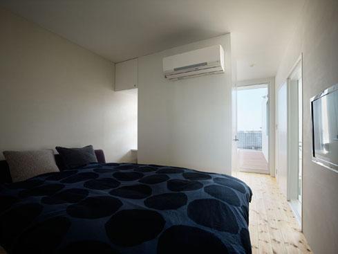 『PALLET』生活動線が家族のコミュニケーションを生み出す家の部屋 光を取り込むベッドルーム