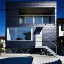 『VVV(フェーフェーフェー)』シンプルモダンな二世帯住宅の写真 黒い外観