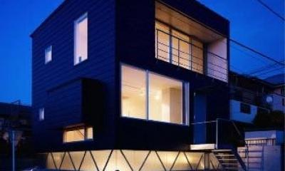 外観夜景|『VVV(フェーフェーフェー)』シンプルモダンな二世帯住宅
