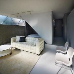 建築家 二宮博の事例「『VVV(フェーフェーフェー)』シンプルモダンな二世帯住宅」