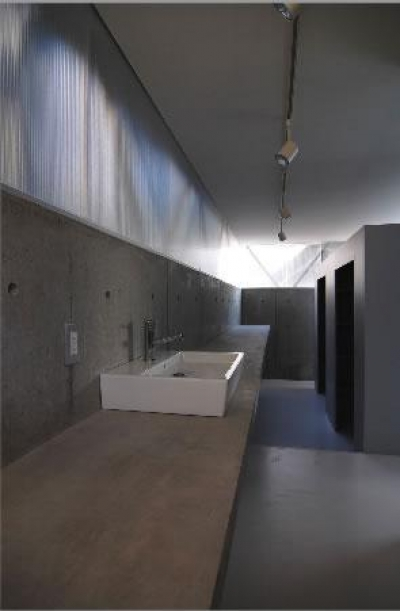 洗面カウンター-1 (『VVV(フェーフェーフェー)』シンプルモダンな二世帯住宅)