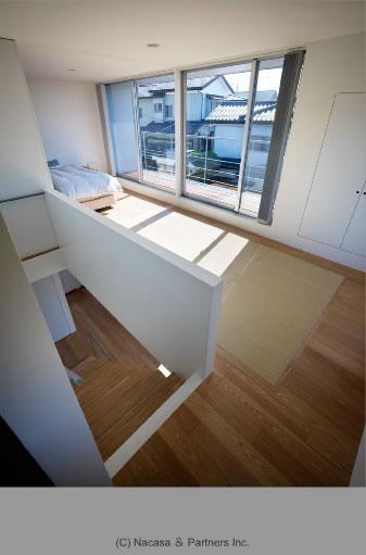 『VVV(フェーフェーフェー)』シンプルモダンな二世帯住宅の写真 明るい2階ベッドルーム
