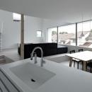 桑原茂の住宅事例「『あざみ野の家』家族を緩やかにつなぐシンプルモダンな住まい」