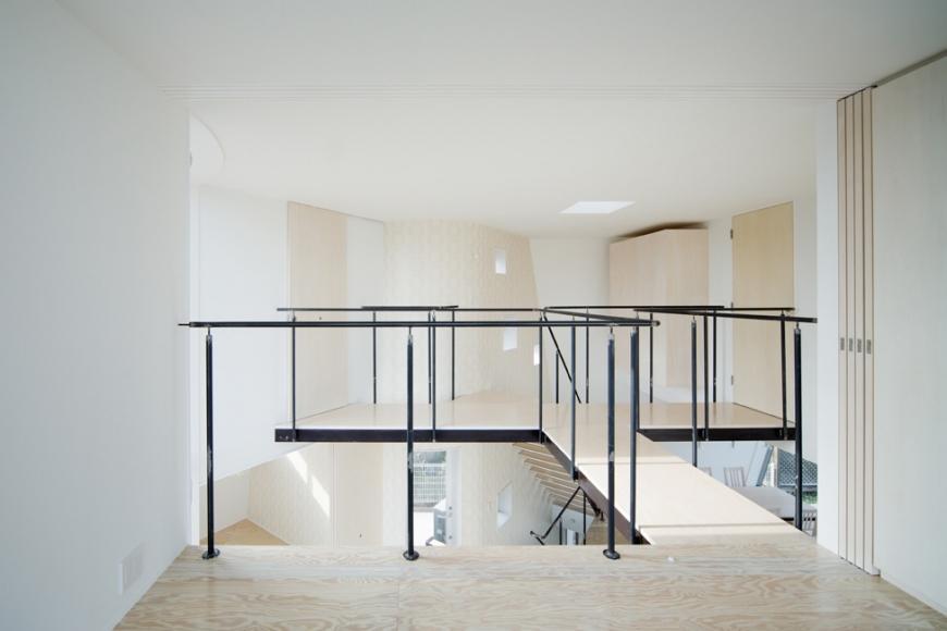 『三叉の家』生活スタイルに合った多彩な暮らしを演出する住まいの部屋 3方向に枝分かれするブリッジ
