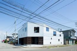 『囲い庭の庵』秋田市に建つ都市型中庭住宅 (囲い庭の庵-外観)