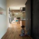 壁一面黒板塗装の玄関ホール