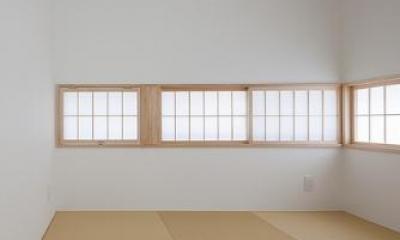 玄関横に設えた和室|『蛭根の丘』白基調のスタイリッシュな住まい