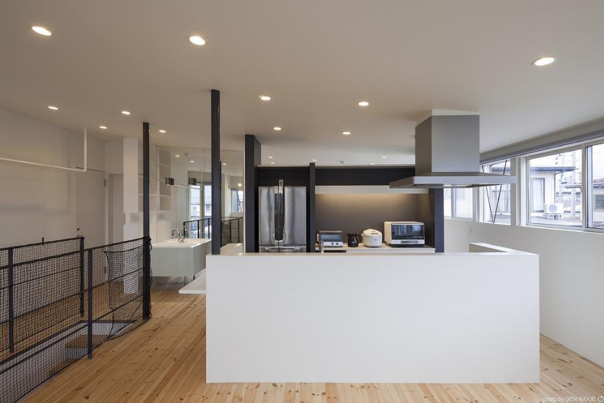 『牛島の二世帯住宅2 』2階をワンルームとする大胆なプランの写真 ワンルームの開放的な2階LDK