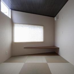 『牛島の二世帯住宅2 』2階をワンルームとする大胆なプラン (和室の客間)