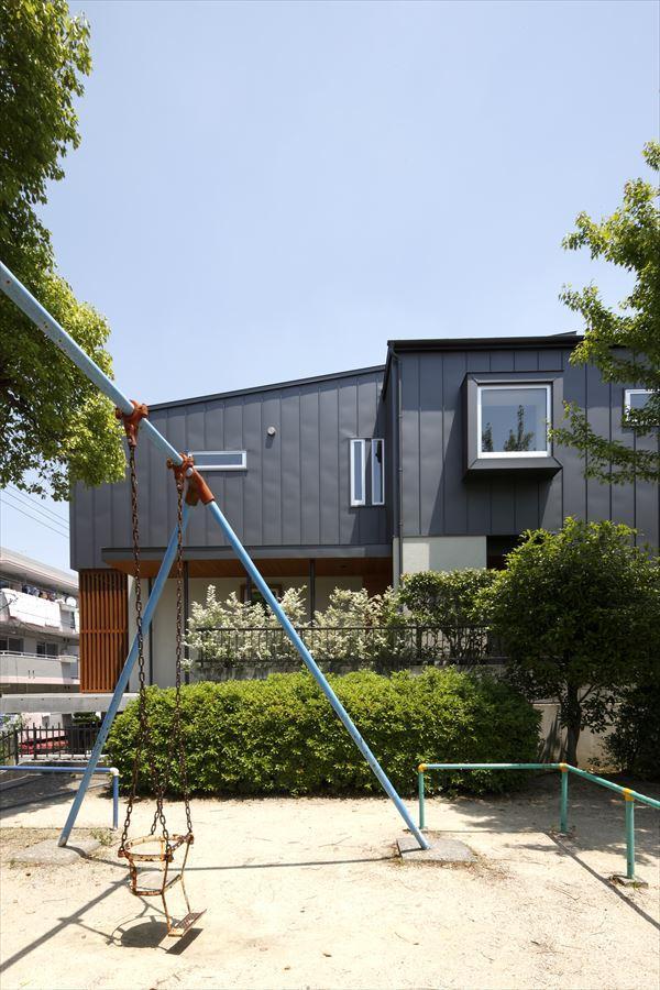 『アトリエのある家』素材、色調。こだわりの詰まった住まいの部屋 外観