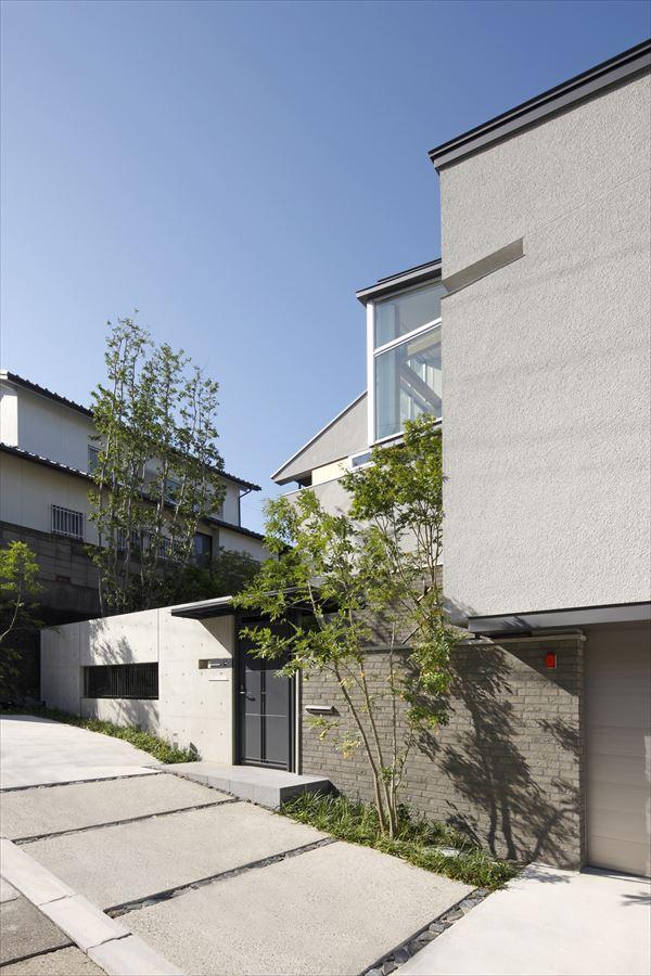 『多層一体の家』立体的ワンルーム空間の住まいの部屋 傾斜地に建つ家