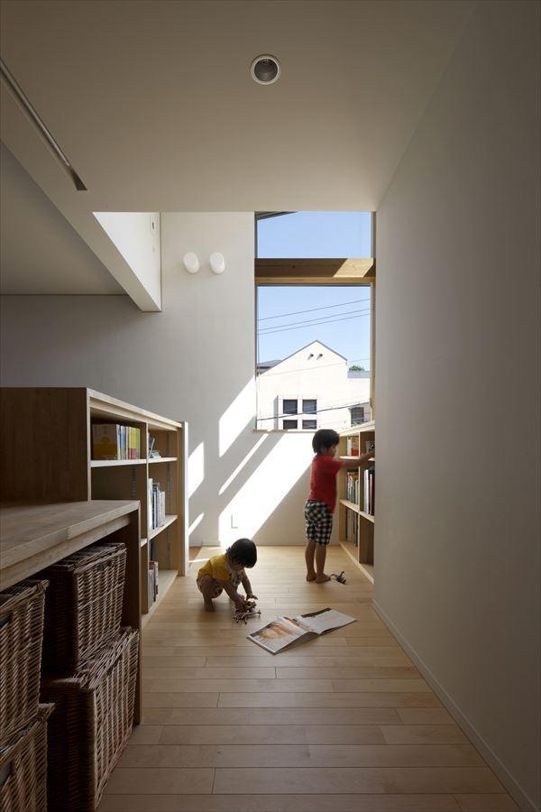 『多層一体の家』立体的ワンルーム空間の住まいの部屋 読書ができるキッズスペース