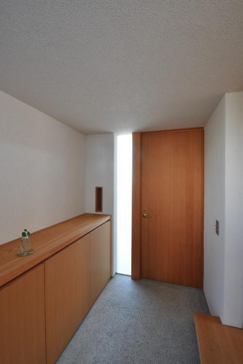 『可児の家』開放感溢れるナチュラルな住まいの部屋 明るい玄関ホール