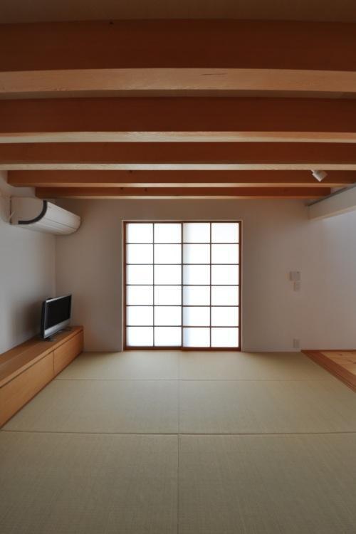 『可児の家』開放感溢れるナチュラルな住まいの部屋 和室のリビング
