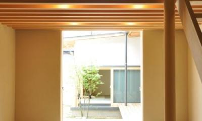 『那加の家』木の香りに満ちた和の住宅 (明るい吹き抜けリビング)