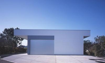 外観-ガレージ側|『コンセント』空間を最大限確保した廊下がない住まい