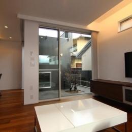 『LX2 house』2つのリビングがある共働き・子育て世帯の理想の家 (1階メインリビング)