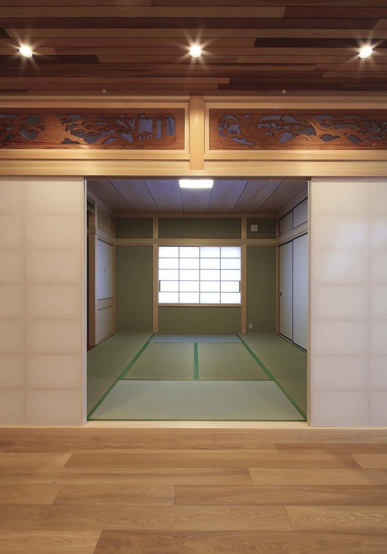 『TOMOIKI NO IE』こだわりいっぱい、和モダンな住宅の部屋 欄間が美しい和室