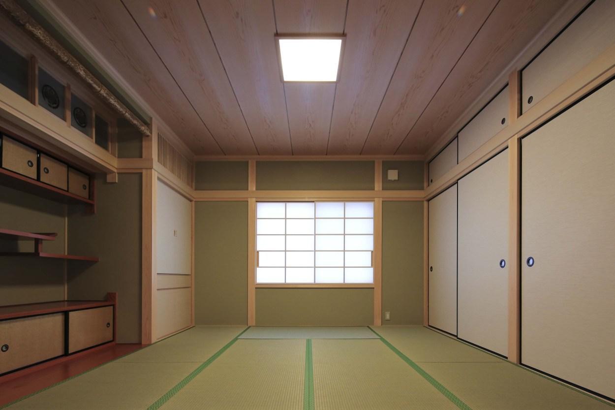 『TOMOIKI NO IE』こだわりいっぱい、和モダンな住宅の写真 和室