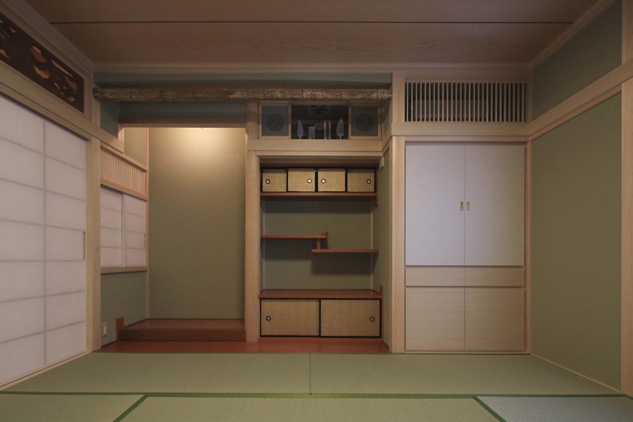 『TOMOIKI NO IE』こだわりいっぱい、和モダンな住宅の部屋 和室-床の間