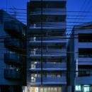 狭小地に建つマンション-夜景