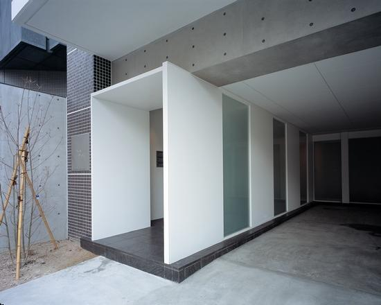 『Liverty Misasa』狭小地に建つデザイナーズマンション (マンションエントランス)