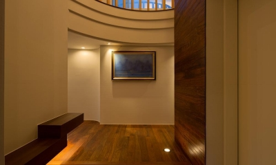 K9-house 「木と光の家」 (玄関)