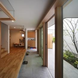 『春風の家』中庭を外玄関に!光を取り込む住まい (開放的な土間空間)