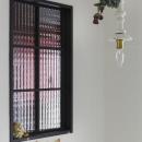玄関部分の黒縁チェッカー窓